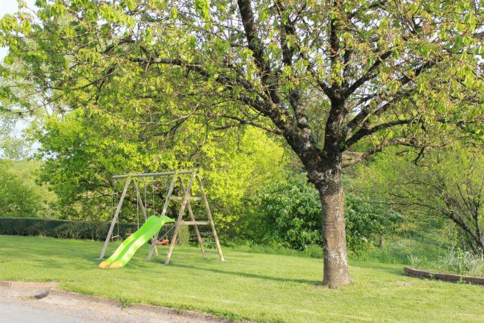 Jeux pour enfants devant les Gîtes
