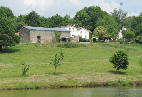 Les Gîtes   -   Vue depuis l'étang